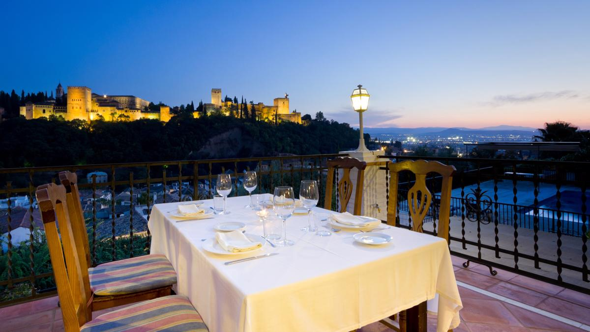 Restaurante Carmen Las Tomasas Albaicín views Alhambra Granada Romantic Paseo de los Tristes city center